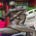 """Taman Di Tiongkok Dikritik Netizen Karena Penuh Adegan """"Eortis"""""""