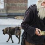 Seorang Kakek Tua Menyumbang Uangnya Disebuah Gereja Adalah Seorang Pengemis