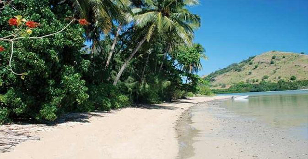 Pasir putih di Pantai Mavuva