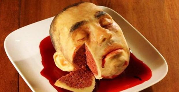 Kue berbentuk potongan kepala