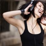 Bahaya Mendengarkan Musik Dengan Volume Yang Keras