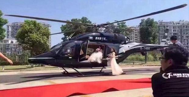 Pasangan Pengantin Ini Menggunakan Helikopter ke Lokasi Pernikahan Namun Membuat Kemacetan
