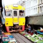 Pasar Tradisional Yang Berada di Atas Rel Kereta Api