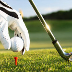 Ternyata Memukul Bola Golf Memberi Manfaat Untuk Kesehatan