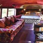 Hotel Mewah Ini Berada di Dalam Bus Tingkat Buatan 1960