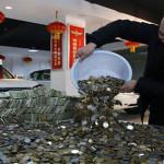 Pria Ini Membeli Mobil Toyota Seharga Rp1 M Dengan Menggunakan Uang Receh