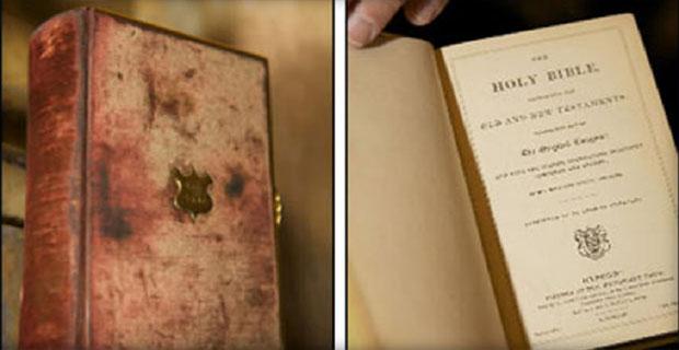 Dua Alkitab yang Digunakan Donald Trump Saat Pelantikan