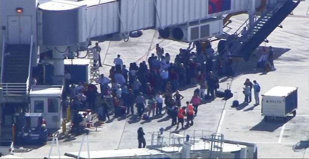 Veteran Perang Irak Melepaskan Tembakan Brutal di Bandara Florida