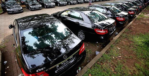 Raja Salman Menyewa Ratusan Mobil Mewah Selama Berlibur di Bali