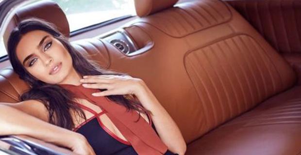 Telah Memiliki Pacar, Mesut Oezil Malah Bertunangan dengan Mantan Miss Turki