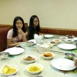 Djarot Diberikan Kejutan dari Ketiga Putrinya Saat Makan Sekeluarga