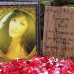 Ayu Azhari Persembahkan Tulisan di Nisan Yana Zein