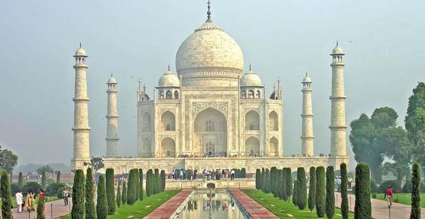 Mobil Bahan Bakar Bensin dan Diesel Dilarang Melintasi Kawasan Taj Mahal Karena Membuat Kotor