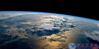 Ternyata-bumi-itu-elips-bukanlah-bulat