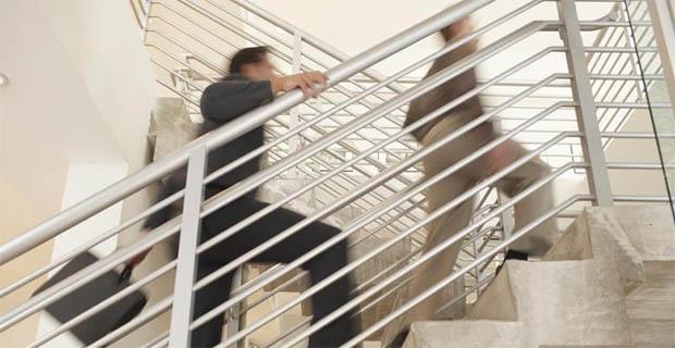 kepikunan-dapat-dicegah-dengan-naik-turun-tangga