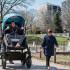Ternyata Orang Dewasa Juga Bisa Naik Stroller