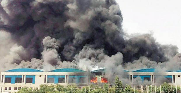 Gedung Pabrik Suzuki di India Terbakar