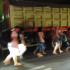 Warga Mengungsi Dari Perumahan Pantai Mutiara Dengan Berjalan Sambil Membawa Tas