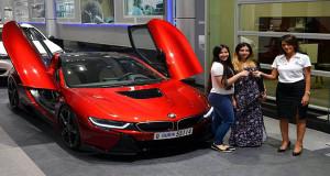 Hanya Ada 1 di Dunia, BMW i8 Lava Red Ini Dibeli Oleh Seorang Perempuan Tajir Asal Arab
