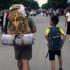 Ayah dan Anak Ini Mengispirasi Banyak Orang Dengan Traveling Hanya Rp 200 Ribu
