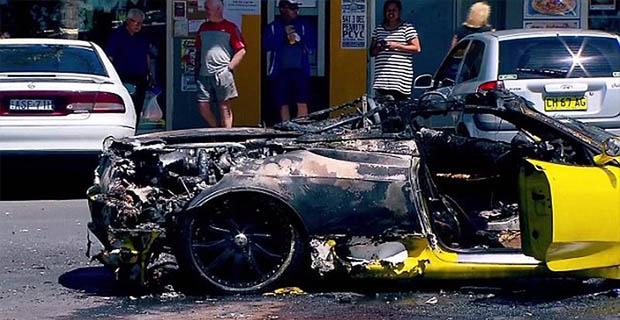 Ferrari F430 Spider Ini Terbakar Saat Sedang Diparkir