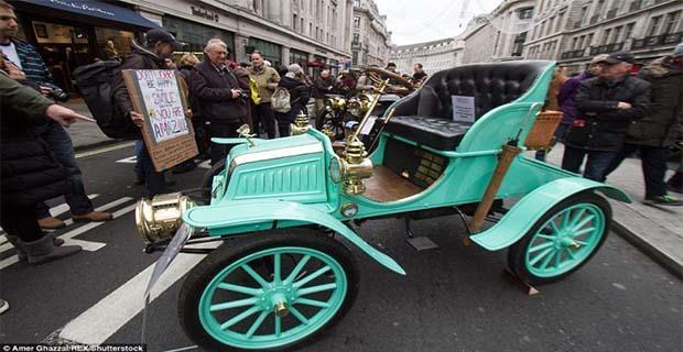 Lebih Dari 400 Mobil Klasik Dipajang du Jalanan London