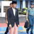 Heboh…Pak Jokowi Memakai Sarung Naik Pesawat Kepresidenan
