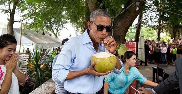 Obama Lanjutkan Liburan di Yogyakarta Untuk Melihat Gunung Merapi dan Candi Borobudur